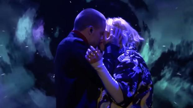 Liam và Rita song ca OST 50 Shades: Từ hôn nhau đến nơi cho tới đứng xa như... sợ lây bệnh, tất cả là vì Cheryl cấm? - Ảnh 1.