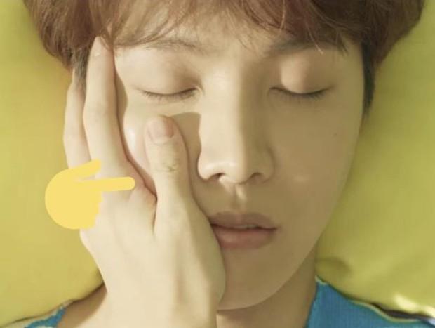 Fan nháo nhào truy tìm thành viên BTS bí ẩn xuất hiện trong MV của j-hope - Ảnh 1.