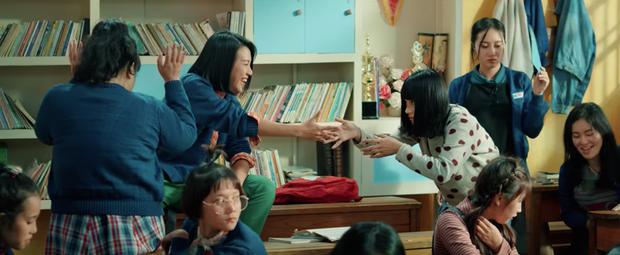 Phải chăng Thanh Hằng đã thầm yêu một cô gái suốt cả thanh xuân trong Tháng Năm Rực Rỡ - Ảnh 4.