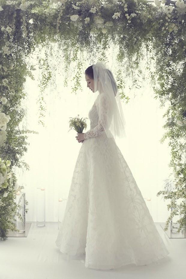 Lộ thêm chi tiết hiếm hoi bên trong đám cưới bí mật của đại mỹ nhân Choi Ji Woo - Ảnh 2.
