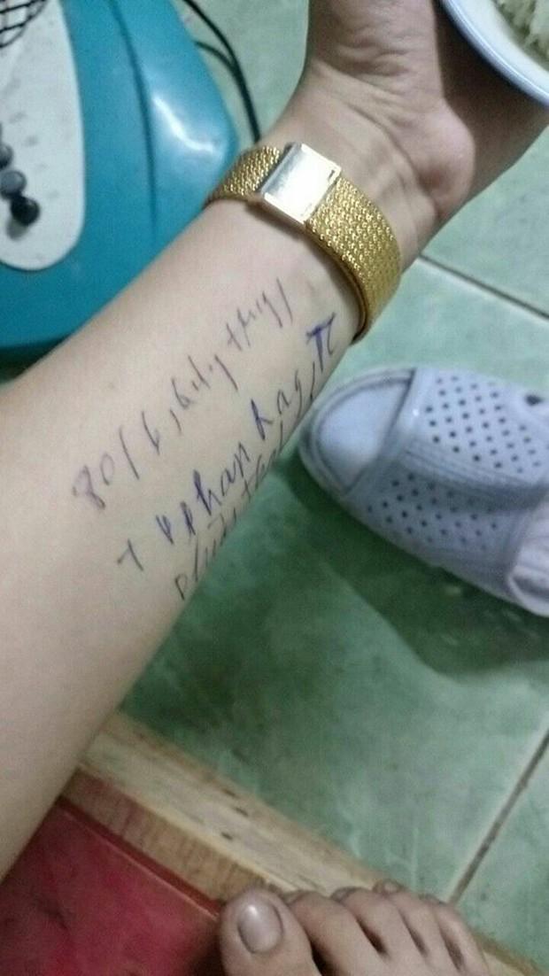Chùm ảnh: Có những người sống mà không cần giấy nhớ, họ luôn ghi mọi thứ lên tay - Ảnh 4.