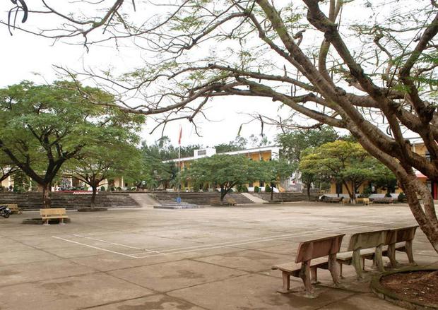Chùm ảnh: Những góc kỷ niệm đầy quen thuộc của mái trường xưa - Ảnh 2.