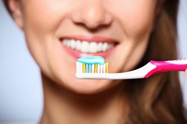 2 cách làm trắng răng cực nhanh, rẻ mà hiệu quả có ngay trong nhà nhưng không phải ai cũng biết cách - Ảnh 7.