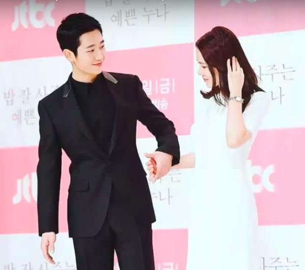 Hết nắm chặt tay ở họp báo lại tặng quà Valentine, Jung Hae In đang có tình ý với Son Ye Jin? - Ảnh 3.