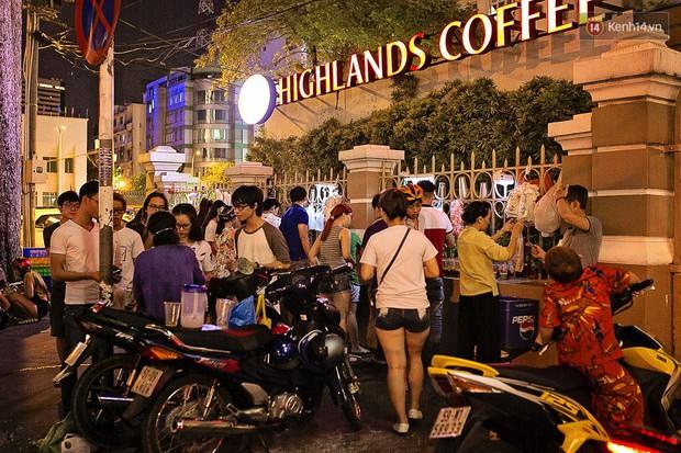 Quán trà sữa huyền thoại không bàn ghế, không biển hiệu nhưng ai cũng biết ở Sài Gòn - Ảnh 2.