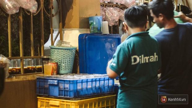 Quán trà sữa huyền thoại không bàn ghế, không biển hiệu nhưng ai cũng biết ở Sài Gòn - Ảnh 5.