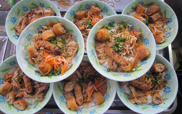 Đến Sài Gòn mà muốn ăn bún thịt nướng thì cứ ghé 6 hàng này - Ảnh 2.