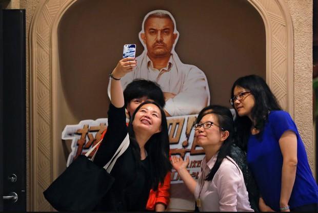 Bất chấp nỗ lực chiều lòng khán giả, Hollywood vẫn đang thất thế tại phòng vé Trung Quốc - Ảnh 4.
