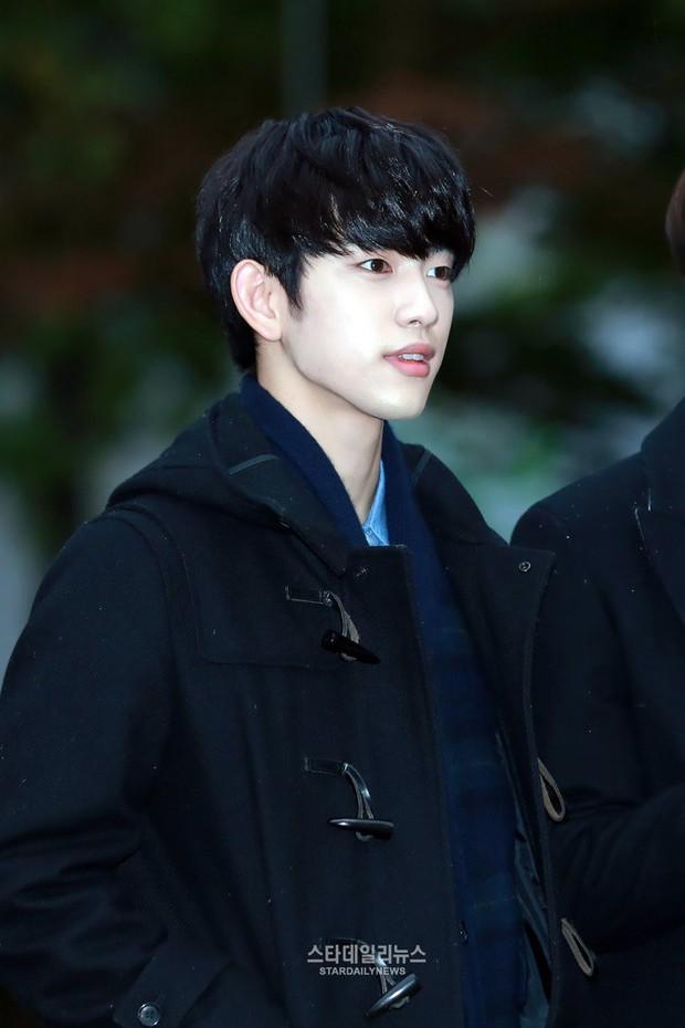 Những lần lộ mặt phấn loang lổ nhớ đời của mỹ nam xứ Hàn: Trai đẹp cũng có ngày bị dìm vì tham trắng - Ảnh 31.