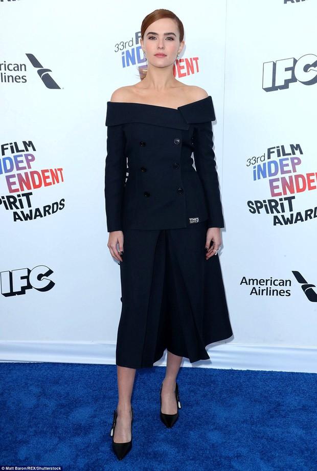 Chẳng cần hở hang, dàn mỹ nhân Hollywood khoe sắc lộng lẫy như các công chúa trên thảm xanh - Ảnh 7.