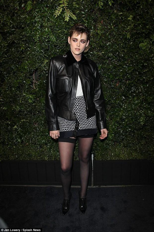 Gương mặt quá đẹp, Kristen Stewart không dịu dàng nữ tính mà vẫn hút mắt nhất dàn sao tại sự kiện - Ảnh 2.