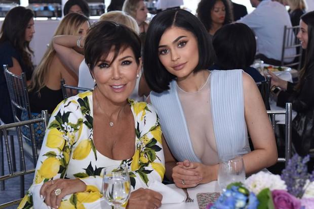 Đây mới là Nữ chúa thực sự của nhà Kardashian: Bộ óc tài ba làm nên đế chế triệu đô của 6 người con - Ảnh 17.