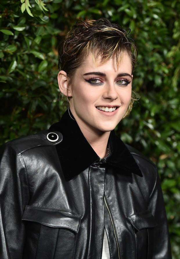 Gương mặt quá đẹp, Kristen Stewart không dịu dàng nữ tính mà vẫn hút mắt nhất dàn sao tại sự kiện - Ảnh 4.