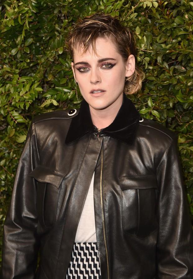 Gương mặt quá đẹp, Kristen Stewart không dịu dàng nữ tính mà vẫn hút mắt nhất dàn sao tại sự kiện - Ảnh 1.