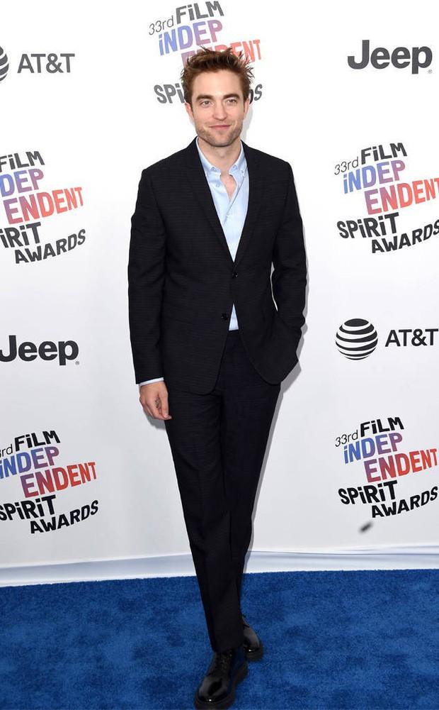 Chẳng cần hở hang, dàn mỹ nhân Hollywood khoe sắc lộng lẫy như các công chúa trên thảm xanh - Ảnh 10.