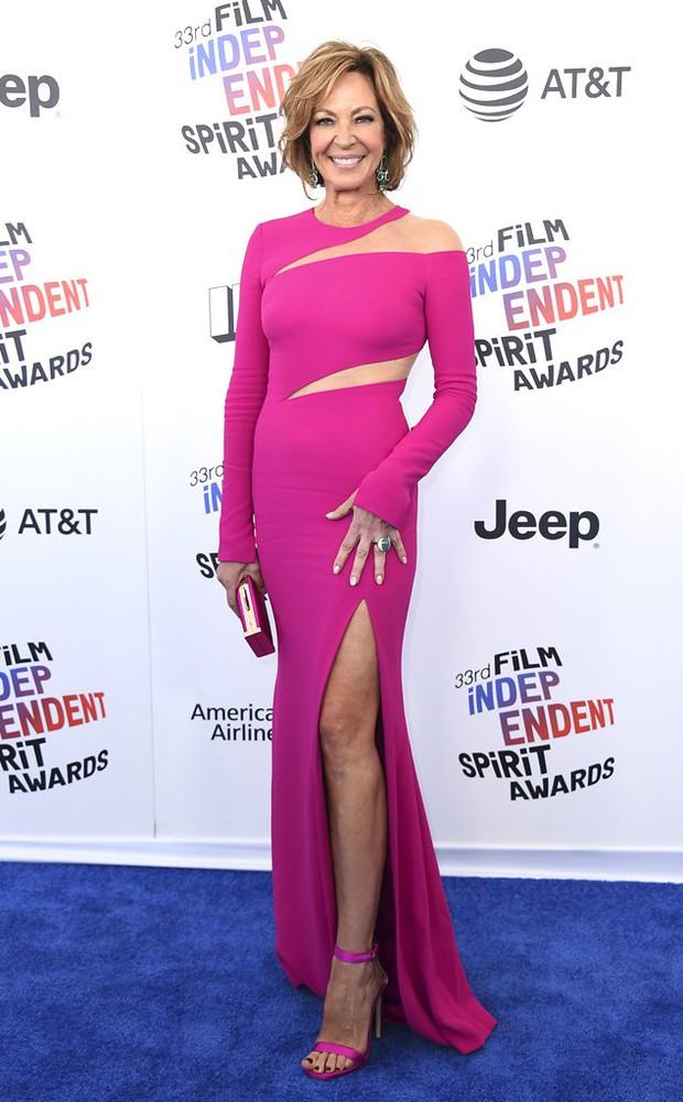 Chẳng cần hở hang, dàn mỹ nhân Hollywood khoe sắc lộng lẫy như các công chúa trên thảm xanh - Ảnh 15.