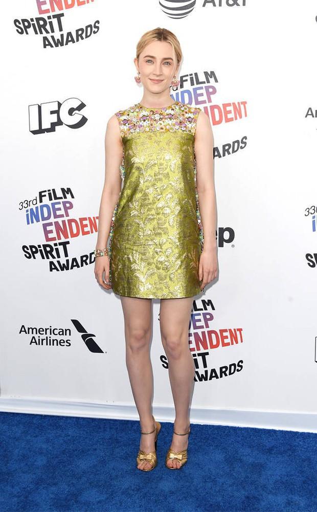 Chẳng cần hở hang, dàn mỹ nhân Hollywood khoe sắc lộng lẫy như các công chúa trên thảm xanh - Ảnh 5.
