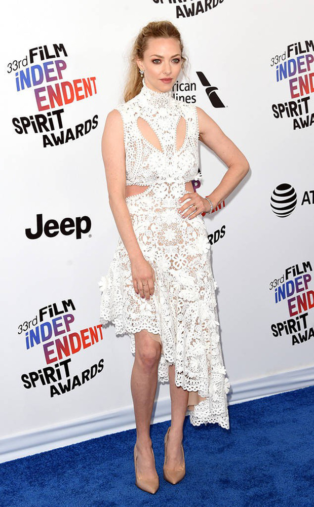 Chẳng cần hở hang, dàn mỹ nhân Hollywood khoe sắc lộng lẫy như các công chúa trên thảm xanh - Ảnh 3.