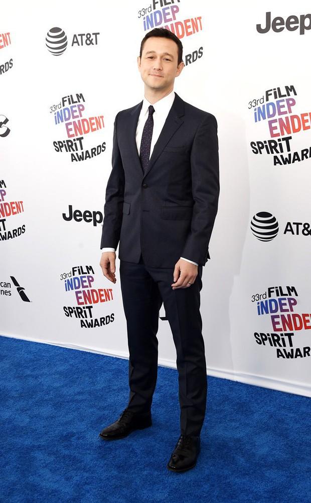 Chẳng cần hở hang, dàn mỹ nhân Hollywood khoe sắc lộng lẫy như các công chúa trên thảm xanh - Ảnh 11.