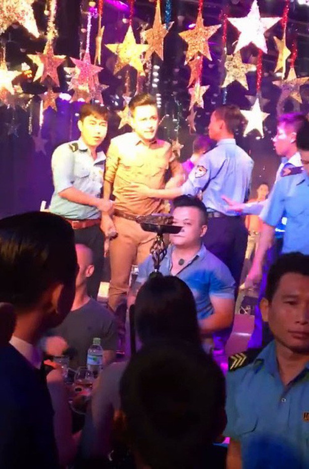 Những góc khuất của sao Việt sau ánh hào quang sân khấu: Người bị sàm sỡ, ném đồ khi biểu diễn; kẻ bị gạ tình, lật lọng cát-xê - Ảnh 18.
