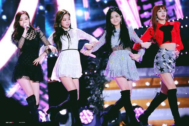 Fan nghi ngờ tin Black Pink, BTS, EXO, Red Velvet về Việt Nam biểu diễn vì poster chương trình trông rẻ tiền - Ảnh 4.