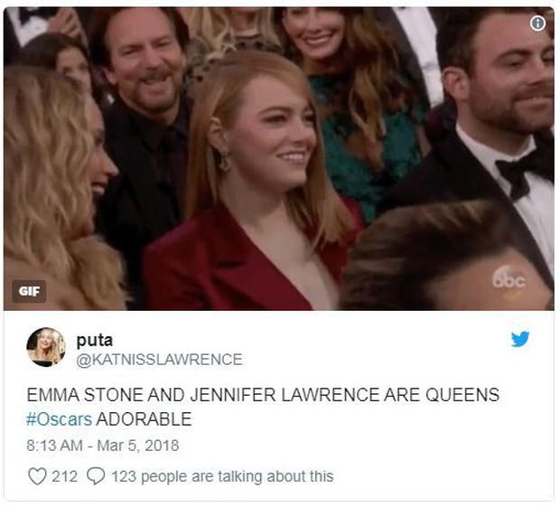 Đã là bạn thân, thì đến lễ trao giải Oscar cũng chẳng ngại chọc quê nhau như Jennifer Lawrence và Emma Stone - Ảnh 3.