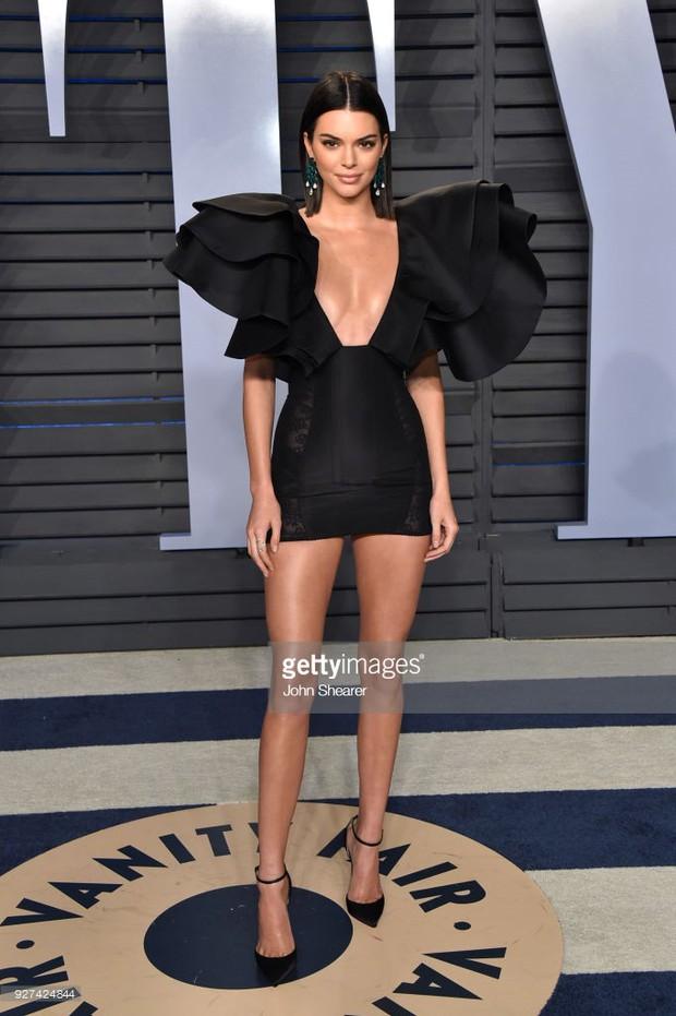 Khoảnh khắc đỉnh cao của Kendall: Body nuột nà đẹp tựa thần Vệ Nữ tại tiệc hậu Oscar 2018 - Ảnh 10.