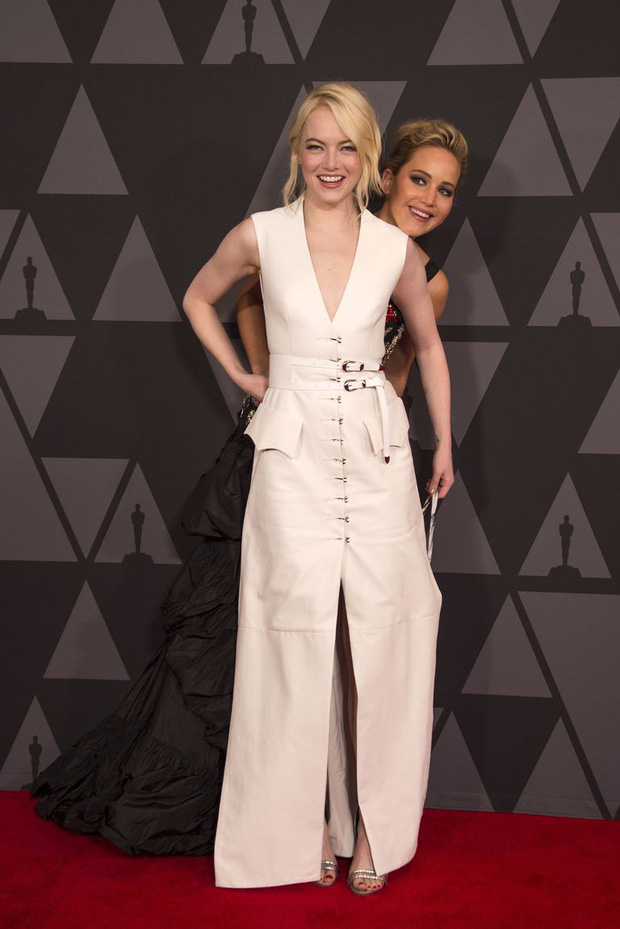 Đã là bạn thân, thì đến lễ trao giải Oscar cũng chẳng ngại chọc quê nhau như Jennifer Lawrence và Emma Stone - Ảnh 4.