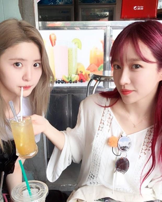 Chiều fan như EXID: Hani đẹp rực rỡ khi đi xích lô, cùng các thành viên check-in ăn phở tại TP.HCM - Ảnh 3.