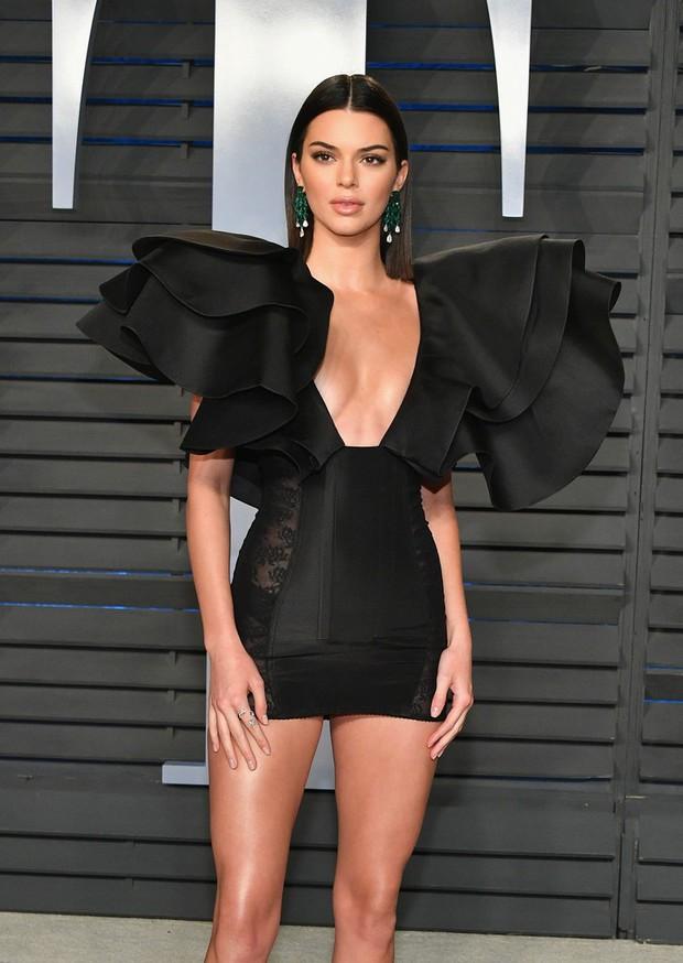 Khoảnh khắc đỉnh cao của Kendall: Body nuột nà đẹp tựa thần Vệ Nữ tại tiệc hậu Oscar 2018 - Ảnh 6.