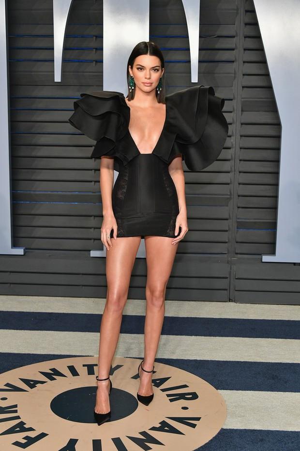 Khoảnh khắc đỉnh cao của Kendall: Body nuột nà đẹp tựa thần Vệ Nữ tại tiệc hậu Oscar 2018 - Ảnh 4.