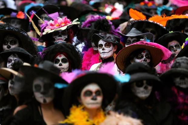 10 điều đặc biệt về Lễ hội người chết náo nhiệt ở Mexico: Khung cảnh quen thuộc trong bộ phim hoạt hình xuất sắc Coco - Ảnh 1.