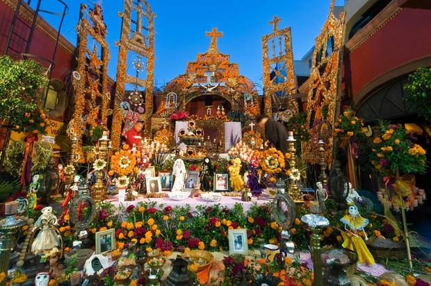 10 điều đặc biệt về Lễ hội người chết náo nhiệt ở Mexico: Khung cảnh quen thuộc trong bộ phim hoạt hình xuất sắc Coco - Ảnh 3.