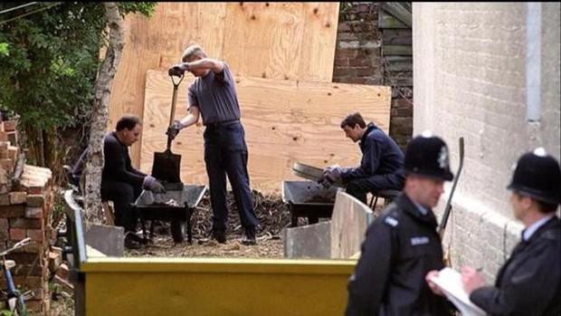 Vô tình kể với bạn cùng lớp, cô con gái giúp cảnh sát phát hiện bí mật của cặp vợ chồng giết người hàng loạt tàn bạo nhất lịch sử nước Anh - Ảnh 10.