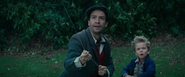 Vừa thắng lớn tại Oscar, Disney tung ngay teaser trailer đầu tiên của át chủ bài Mary Poppins Returns - Ảnh 3.