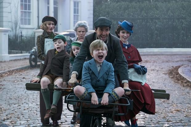 Vừa thắng lớn tại Oscar, Disney tung ngay teaser trailer đầu tiên của át chủ bài Mary Poppins Returns - Ảnh 4.