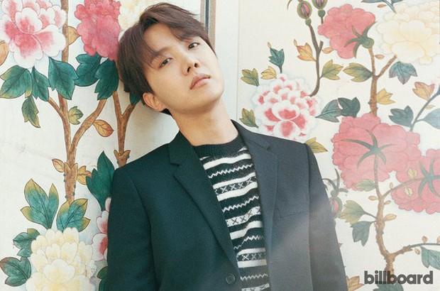 Vượt cả G-Dragon, Taeyang, j-hope (BTS) trở thành nghệ sỹ solo leo cao nhất trên Billboard 200 - Ảnh 1.