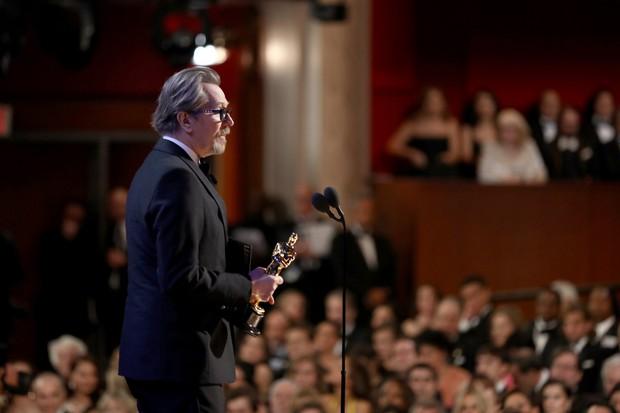 Tượng vàng Oscar còn chưa ấm tay, Gary Oldman bị nhắc lại chuyện hành hung vợ trong quá khứ - Ảnh 1.