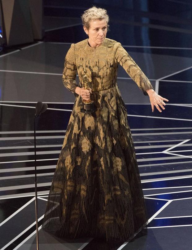 Nữ diễn viên chính xuất sắc nhất bị trộm mất tượng vàng Oscar khi vừa thắng giải - Ảnh 1.