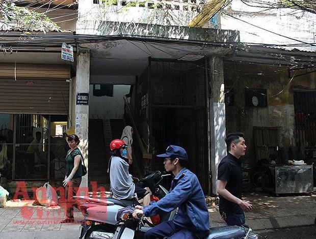 Cận cảnh hiện trường vụ án cô gái tử vong do bị ca sĩ Châu Việt Cường nhét tỏi vào miệng - Ảnh 1.