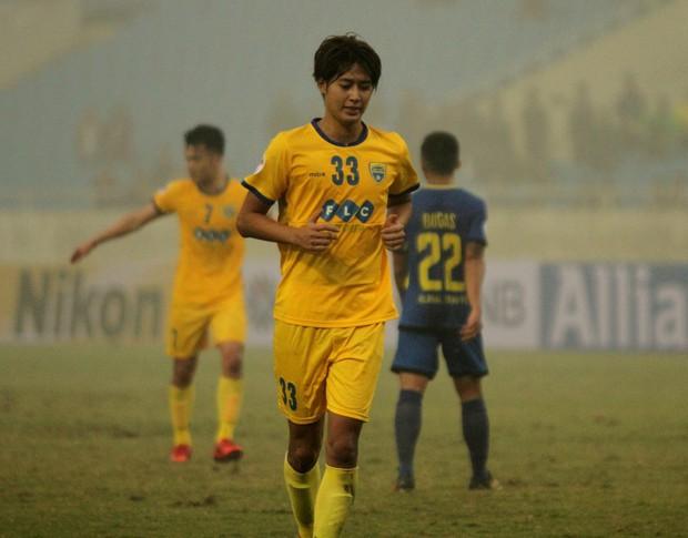 FLC Thanh Hóa thủng lưới 3 bàn sau 8 phút trong ngày Bùi Tiến Dũng ngồi dự bị - Ảnh 3.
