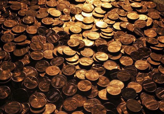 45 năm nhặt xu đánh rơi, góp từng đồng lẻ, cụ ông khiến cho ngân hàng ngỡ ngàng với gia tài ông đang sở hữu - Ảnh 1.