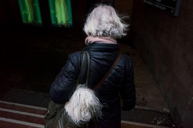 Những khoảnh khắc tình cờ thật bất ngờ lọt vào ống kính của nhiếp ảnh gia đường phố - Ảnh 13.