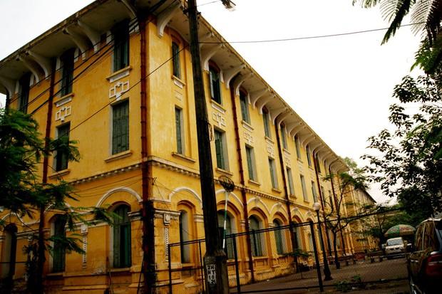 Có những ngôi trường THPT đi theo suốt mấy đời người Hà Nội - Ảnh 2.