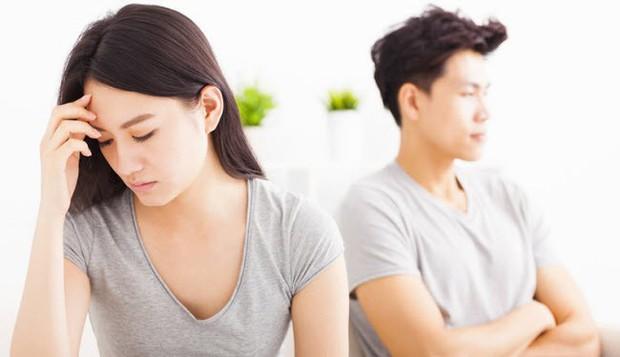 Tin tưởng đưa vợ giữ tiền lương suốt 10 năm, người đàn ông tức giận đòi ly dị khi vợ không để được đồng nào - Ảnh 2.