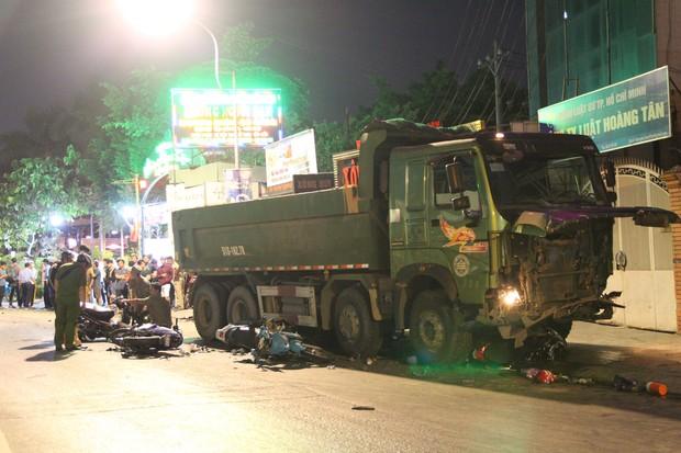 Khởi tố tài xế xe ben gây tai nạn kinh hoàng khiến 6 người thương vong ở Sài Gòn - Ảnh 2.