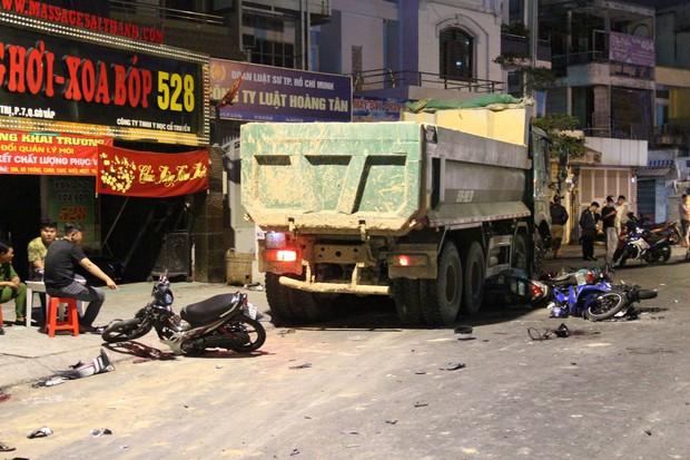 Khởi tố tài xế xe ben gây tai nạn kinh hoàng khiến 6 người thương vong ở Sài Gòn - Ảnh 1.
