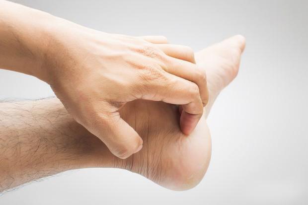 Mùa lạnh rất dễ bị đau đầu ngón tay bởi các nguyên nhân dưới đây - Ảnh 4.