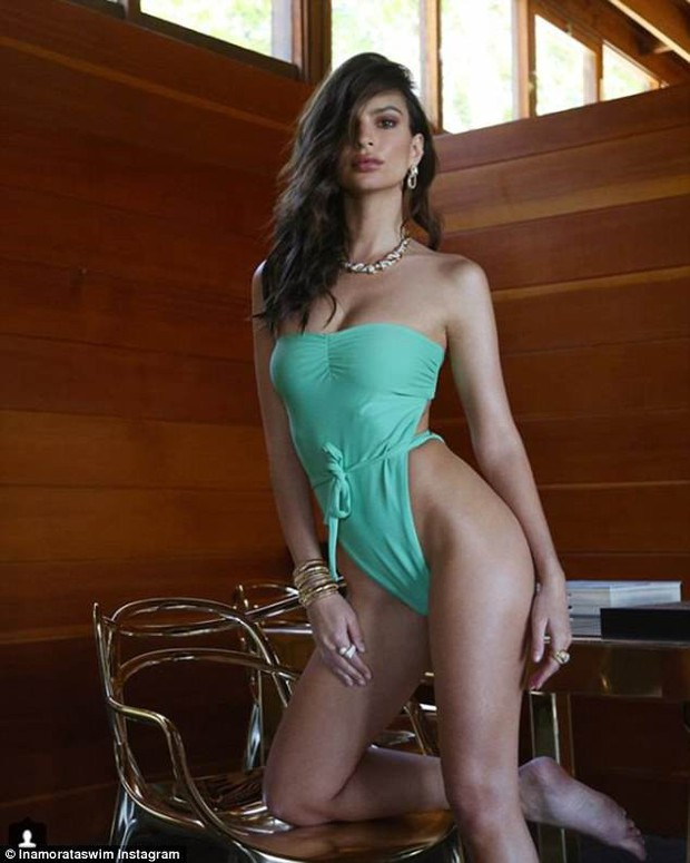 Thân hình đẹp xuất sắc của Emily Ratajkowski: Ngực nở, bụng phẳng lỳ và chân dài miên man - Ảnh 9.
