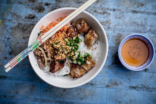 Đến Sài Gòn mà muốn ăn bún thịt nướng thì cứ ghé 6 hàng này - Ảnh 4.